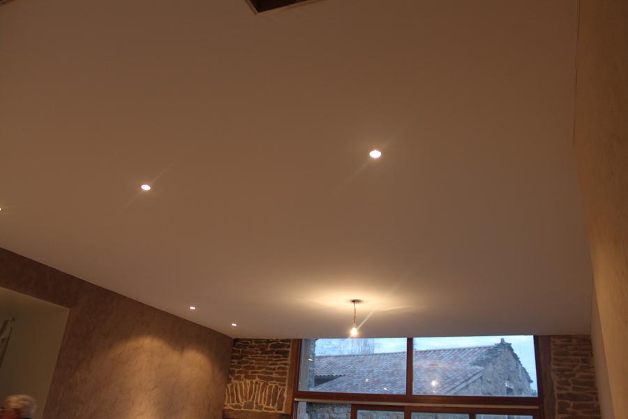macon murs plafond pose plafonds tendus. Black Bedroom Furniture Sets. Home Design Ideas